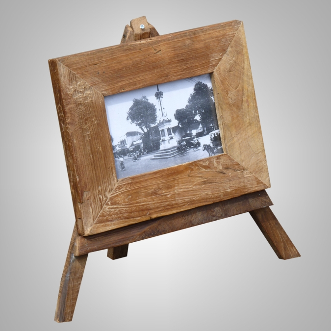 Picture Frame with 3 Legs